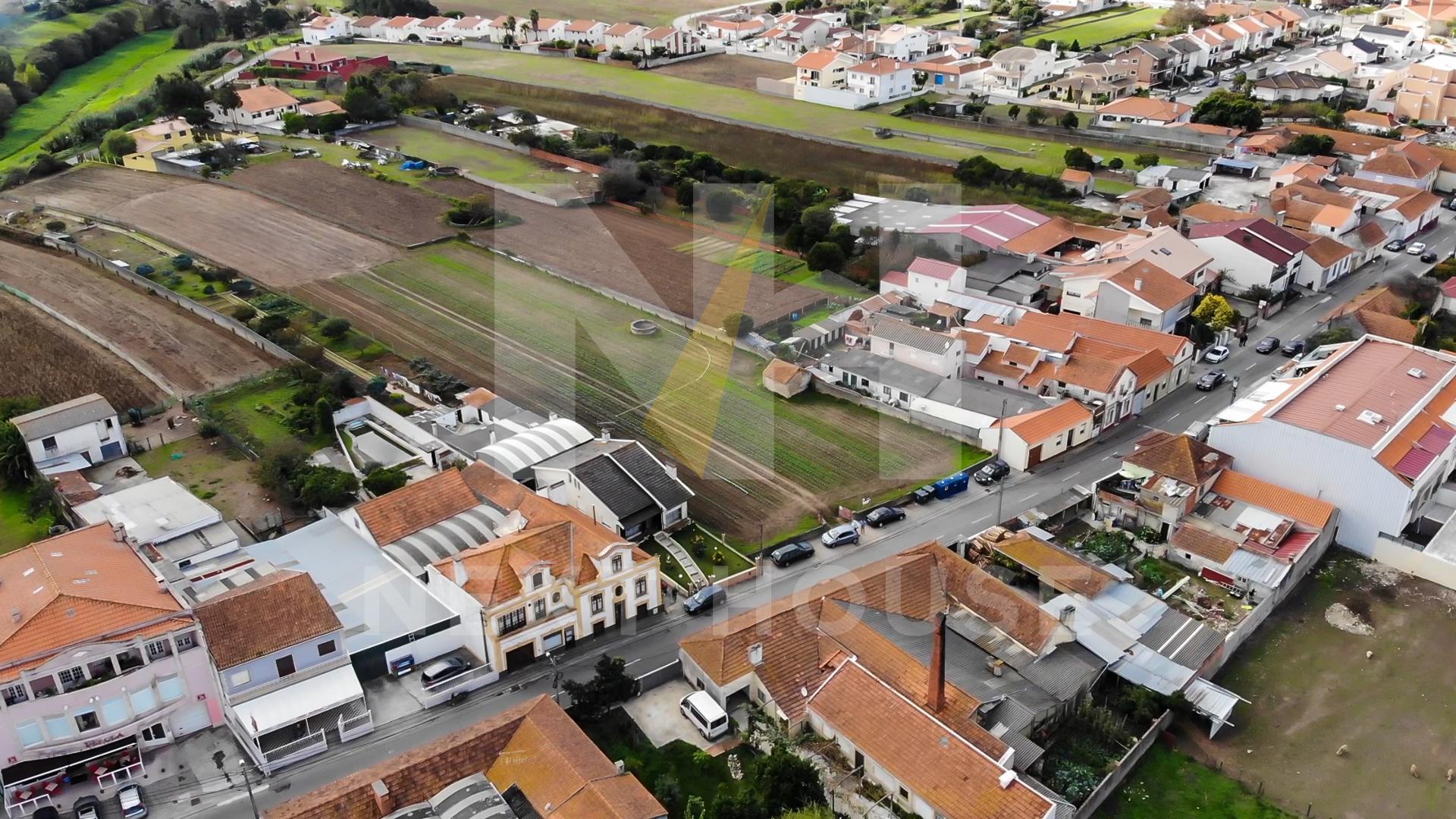 Terreno a 3m do Glicínias C.C.  - Aveiro, Aradas